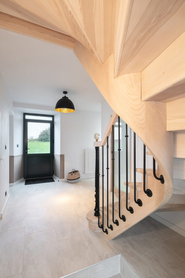Escalier en bois porte d'entree
