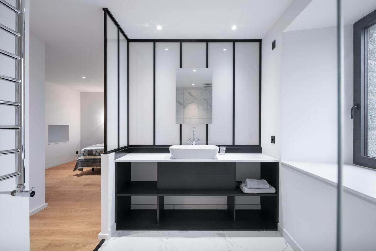 Design salle de bain noir et blanc