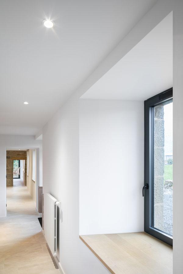 Rénovation longère bois et blanc