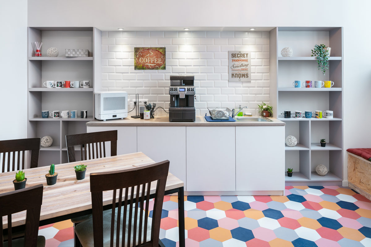 Cuisine colorée espace de coworking