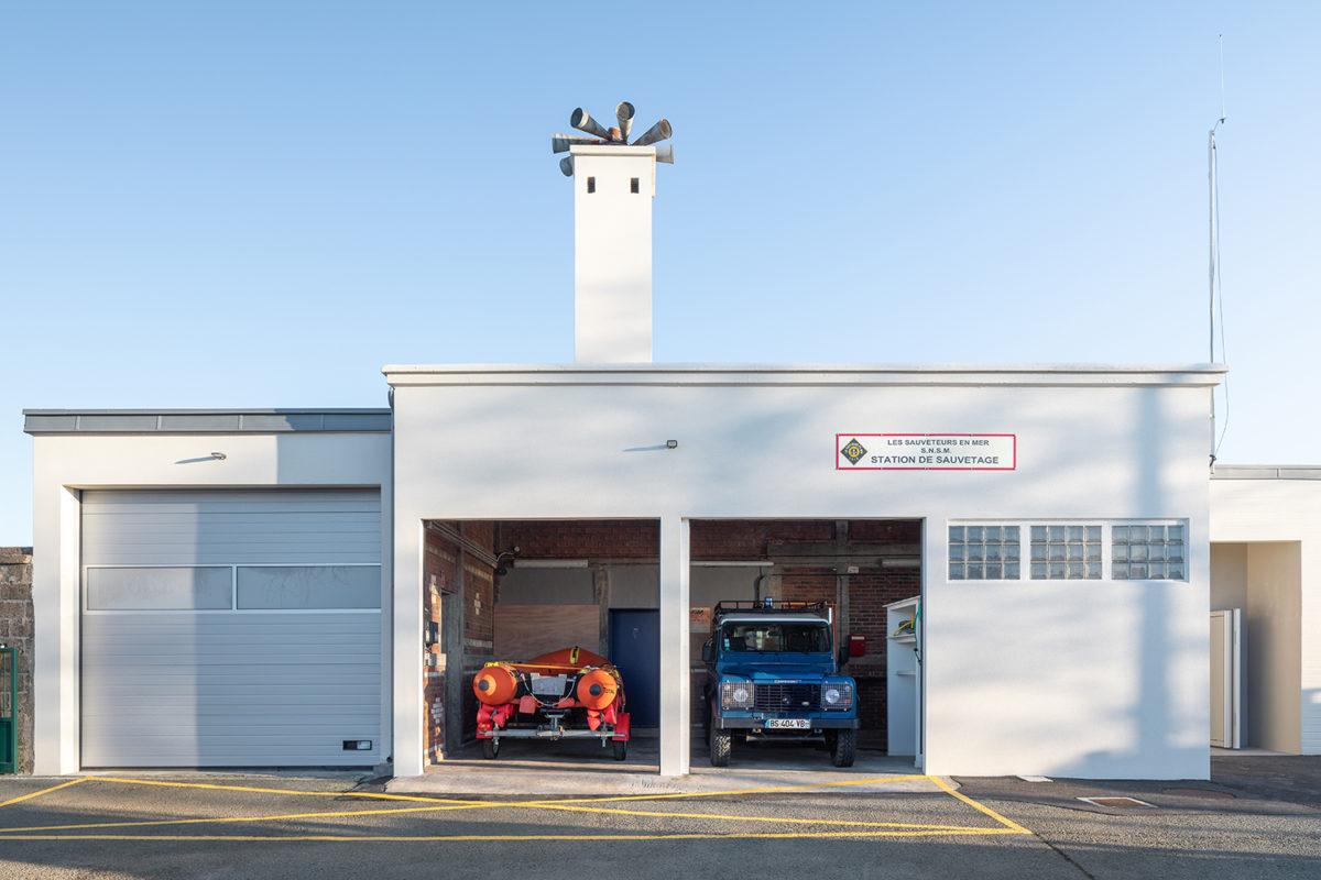Garage pour bateaux et voitures de services