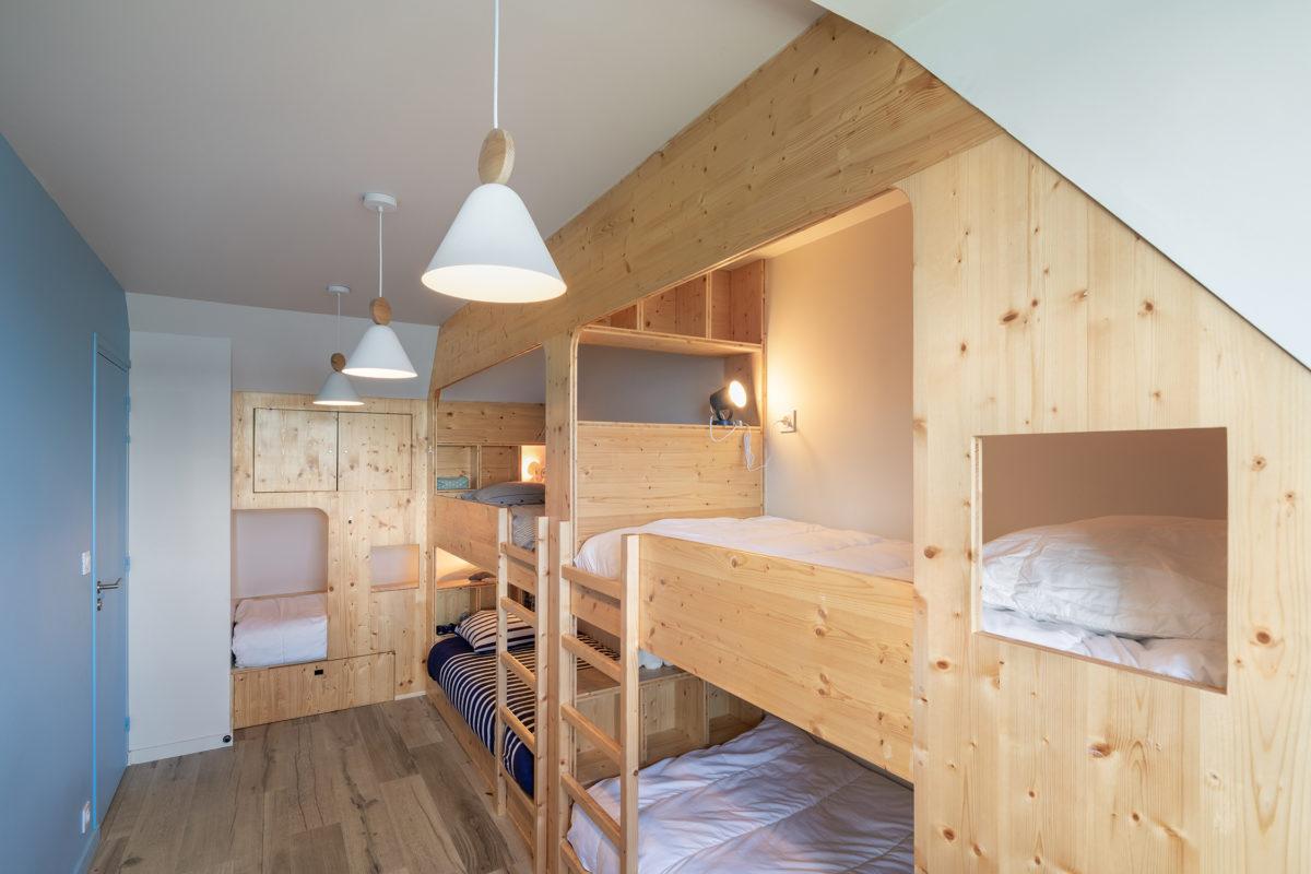 Chambre 5 lits - bleu, blanc, bois
